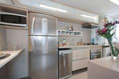 Jeito de Casa: Cozinhas pequenas! Madeira clara.