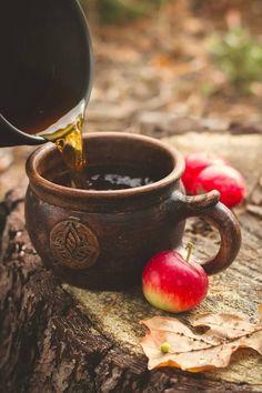 Mabon and tea - Kartusmanya Coffee Time, Tea Time, Café Chocolate, Café Design, Autumn Cozy, Autumn Tea, Autumn Leaves, Early Autumn, Autumn 2017