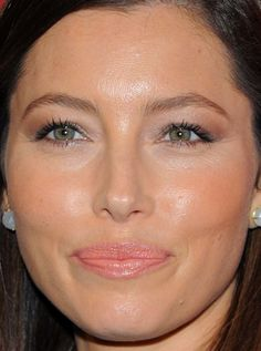 Close-up of Jessica Biel at the 2015 Night of Stars Gala. http://beautyeditor.ca/2015/10/26/best-beauty-looks-beyonce