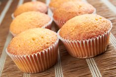 Fun Recipes For Toddlers-Vanilla Muffins Cake Recipes At Home, Baby Food Recipes, Baking Recipes, Dessert Recipes, Fun Recipes, Food Cakes, Tassen Brownie, Mini Cakes, Cupcake Cakes