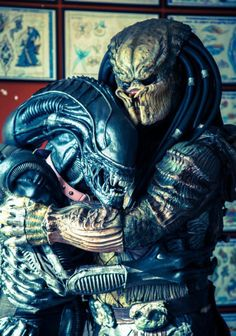 Alien Loves Predator. This is more likely than Christians getting along with Muslim. Tempos de paz.