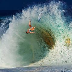 Surfing holidays is a surfing vlog with instructional surf videos, fails and big waves Radical Sports, Photo Surf, Snowboard, Foto Sport, Big Wave Surfing, Surf Wave, Girl Surfing, Surfing Pictures, Sup Surf