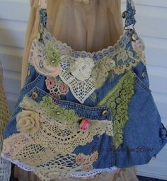 recycles blue jeans tote~  I really love this look! And I know my sister would, too!
