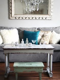 Gray Couch Design, Cream and Blue look very nice with the gray couch.