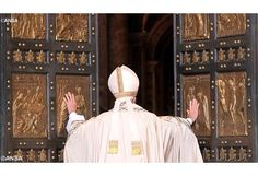 Pope Francis opens Holy Door at St. Peter's Basilica, opens Jubilee Papa Francisco, Year Of Mercy, World Youth Day, Santa Sede, St Peters Basilica, Francis I, Catholic News, Bride Of Christ, The Embrace