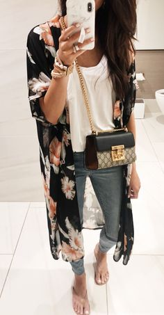 Fantastic Spring Outfits That Always Looks Fantastic, SPRİNG OUTFİTS, black and brown floral cardigan Mode Outfits, Casual Outfits, Fashion Outfits, Fashion Trends, Floral Outfits, Floral Cardigan Outfit, Black Kimono Outfit, Kimono Style, Fashion Boots