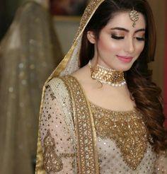 bride and wedding image Bridal Mehndi Dresses, Pakistani Bridal Makeup, Pakistani Wedding Outfits, Bridal Outfits, Bridal Lehenga, Desi Bride, Bride Look, Pakistan Bride, Pakistan Wedding
