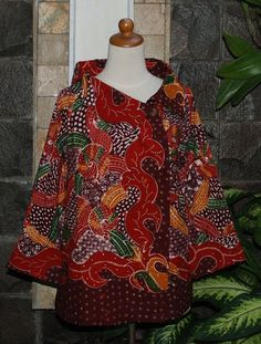 batik madura blouse Blouse Batik, Batik Dress, African Wear, African Fashion, Fashion Pants, Hijab Fashion, Mode Batik, Batik Kebaya, Batik Fashion