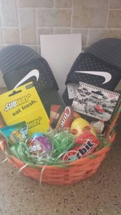 Ideas Birthday Gifts For Teens Boys Easter Baskets Boys Easter Basket, Easter Baskets For Toddlers, Teenager Easter Baskets, Christmas Gifts For Boyfriend, Boyfriend Gifts, Christmas Presents, Diy Christmas, Holiday Fun, Holiday Gifts