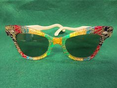 If I could only have a pair just like this. Vintage Accessories, Fashion Accessories, Face Jewellery, Vintage Outfits, Vintage Clothing, Girls With Glasses, Jeans And Boots, Eyeglasses, Eyewear