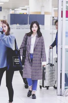 Twice-Mina 171028 Gimpo Airport from Japan Fashion Idol, Kpop Fashion, Fashion 2017, Fashion Models, Girl Fashion, Airport Fashion, Kpop Outfits, Korean Outfits, Airport Outfits