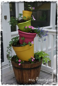miss flibbertigibbet: Cute Garden Ideas I have a flower tower in the front this might be cute for the back. Cute Garden Ideas, Garden Yard Ideas, Diy Garden, Dream Garden, Garden Projects, Garden Art, Garden Design, Garden Ideas Using Bricks, Garden Beds