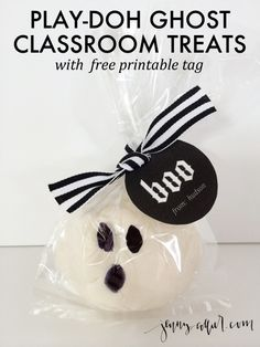 Give something other than candy to your children's classmates this Halloween.  These easy Play-Doh Ghost Classroom treats are perfect!  Also, comes with free personalized tag!