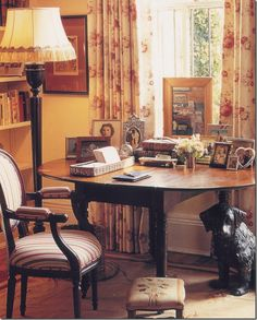 Courtesy of Cote De Texas: The dining room doubles as a desk in an early design by Charlotte Moss. English Cottage Interiors, English Cottage Style, English Country Decor, English Cottages, English Style, Cottage Living, My Living Room, Drop Leaf Table, Pine Table