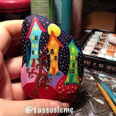 Bu gece de renklerle oynamak istedim.Ayın ışığı benim renkli evlerimi aydınlatırken size de İyi Geceler dileyelim
