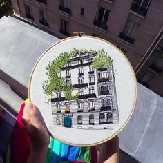Embroidery of Paris. Get your free parisian pattern now ! Embroidery Designs Free Download, Diy Embroidery Patterns, Christmas Embroidery Patterns, Hand Embroidery Videos, Embroidery Bags, Flower Embroidery Designs, Creative Embroidery, Modern Embroidery, Embroidery Hoop Art