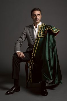 MAGAZINE FUERA DE SERIE. Enrique Ponce, 25 años en los ruedos What Makes A Man, Spanish Culture, Make A Man, Dress Socks, Cloak, Poses, Menswear, Glamour, Mens Fashion
