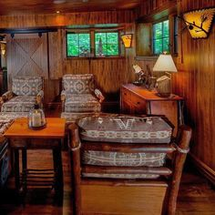 Nothing like #oldhickory furniture to warm up a room #lakerosseau #cottagestyle #muskoka