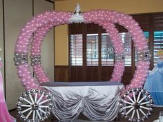 For a Girl's Birthday Party You Can Make a Princess Carriage with Balloons Disney Princess Party, Princess Theme, Baby Shower Princess, Princess Castle, Princess Carriage, Cinderella Carriage, Cinderella Coach, Cinderella Birthday, Princess Birthday