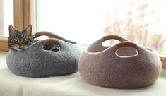 These felted cat beds would blend in perfectly with any modern interior design. #feltedcat