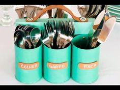 Fonte Original: Madame Criativa. Decore sua cozinha sem muito trabalho. Materiais: Seis latas de metal Lima Tinta esmalte Pedaço retangular de madeira Parafu...