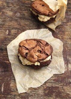 Fantastisk gode cookies med sjokolade og peanøtter - Mat På Bordet Cookies, Chocolate, Desserts, Food, Crack Crackers, Tailgate Desserts, Deserts, Biscuits, Essen