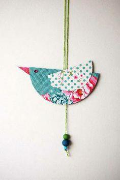 Des petits oiseaux en papier tout simples, à réaliser avec vos enfants. DIY ! http://www.avrilenville.com/