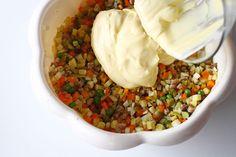 Salata de boeuf - rețetă pas cu pas | Laura Laurențiu Hummus, Beans, Vegetables, Ethnic Recipes, Food, Salads, Essen, Vegetable Recipes, Meals