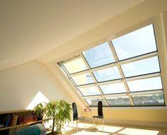 Das OpenAIR-Dachschiebefenster erweitert den Wohnraum zur Dachterrasse