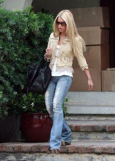 1a7e34c510 Jessica Simpson wearing Carlos Falchi