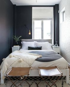 Design tip: when a room gets great natural light — like copious amounts — make like The Rolling Stones (or Vanessa Carlton circa 2002) and paint it black. ⚫️ // Design by @talirothdesigns of #HomepolishNYC + photo by @claireesparros.