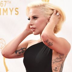 Pin for Later: Lady Gaga Était Époustouflante aux Emmy Awards