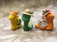 Polymer Clay Marble Snail With Straw Hat / Fairy Garden Miniature / Spring / Customizable Gift / Kid / Birthday / Glow in the Dark / Easter – CRAFTS Polymer Clay Fairy, Polymer Clay Animals, Polymer Clay Miniatures, Polymer Clay Projects, Diy Clay, Handmade Polymer Clay, Clay Crafts For Kids, Felt Crafts, Clay Fairies