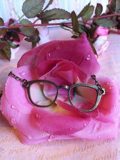 Geek Glasses Necklace £6