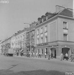 Odwieczna kostka na Rynku Kościuszki i... ruch samochodowy. Najważniejsze linie autobusowe musiały tędy przejeżdżać. Do czasu.