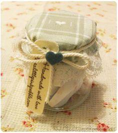 idea regalo veloce: mini vasetti con gessetti profumati