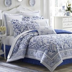 """The Laura Ashley Charlotte Duvet Cover Set brings timeless appeal to any modern bedroom. The centerpiece of this set is an elegant blue and white """"tree of life"""" print in a vibrant color framed in an intricate boarder for a refined charm. Full Comforter Sets, Duvet Cover Sets, Bedding Sets, Floral Comforter, King Comforter, Laura Ashley, Blue And White Bedding, Estilo Country, Linen Bedroom"""
