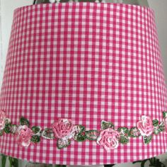 Shade 20cm bright pink with checks and roses