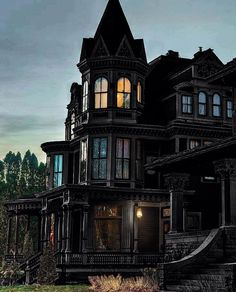 Rustic Home Decor Ideas For An Affordable Design Solution Gothic Mansion, Dream Mansion, Gothic House, Creepy Houses, Spooky House, Witch House, Real Haunted Houses, Gothic Interior, Gothic Home Decor