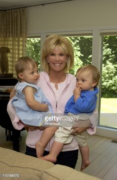 News Photo : Joan Lunden with Twins Kate and Max Konigsberg...