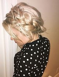 Gorgeous braid to go along with any on-the-go stylish mother.