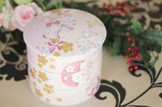 China Painting, Trinket Boxes, Diy Crafts, Cupboard, Cake, Color, Modern, Decorative Objects, Clothes Stand