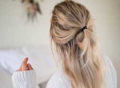 We Heart It 経由の画像 #band #blond #brunette #chanel #cute #dior #fashion #girl #grey #hair #hairstyle #knot #light #long #oversized #pretty #short #sweater #updo #white #tumblre #halfupdo