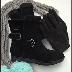 ⚡️BLOWOUT SALE⚡️ ROCKPORT Winter Boots NWOT Keep your feet dry, cute, and comfy with these black faux fur lined, suede winter boots from Rockport's walkability line. Hydro-shield waterproof. NWOT. Stylish buckles and grippy bottom. (Pom Pom hand knit scarf also available). Rockport Shoes Winter & Rain Boots