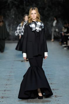 Dice Kayek Spring 2016 Couture Fashion Show  http://www.vogue.com/fashion-shows/spring-2016-couture/dice-kayek/slideshow/collection#14   http://www.theclosetfeminist.ca/