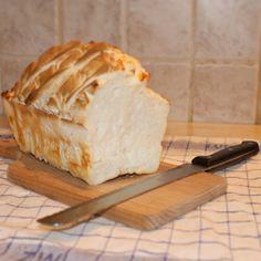 A múltkori gluténmentes csiga recepten felbuzdulva,mivel többen kérték, úgy gondoltam megosztok egy nagyon finom kenyér receptet is. Megmondom őszintén büszke is vagyok rá, ugyanis az én drága Férjem fejlesztette tökélyre :) Nagyon finom és laktató,ráadásul mivel mi készítjük,… Sin Gluten, Diabetic Recipes, Diet Recipes, Kitchen Machine, Paleo, Food And Drink, Cheese, Cookies, Desserts