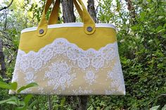 Granny Chic tote from old lace curtains.  Via Craft Gossip.