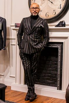 Discover the details that make the difference of the best streetstyle unique people with a lot of style Best Suits For Men, Cool Suits, Mens Fashion Suits, Mens Suits, Dapper Suits, Designer Suits For Men, Bespoke Suit, Formal Suits, Suit And Tie