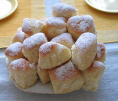 Buchty podle hodné sousedky Bread And Pastries, Scones, Sweet Recipes, Hamburger, Biscuits, Food Porn, Easter, Sweets, Baking