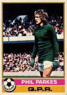 QPR goalkeeper Phil Parkes in Queens Park Rangers Fc, Image Foot, Trading Card Database, Goalkeeper, Soccer, English, Football, Baseball Cards, 1970s
